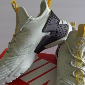 04ab8d7e1b3d Nike Shoes - Nike Huarache Drift (GS). Size  Kids 5y